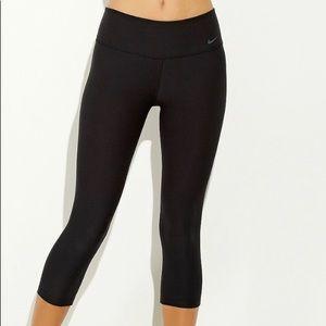 NWT Nike Cropped Leggings